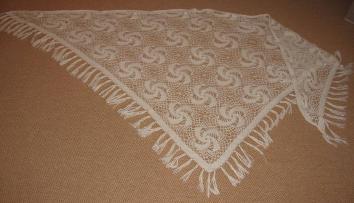 Trojúhelníkový háčkovaný šál