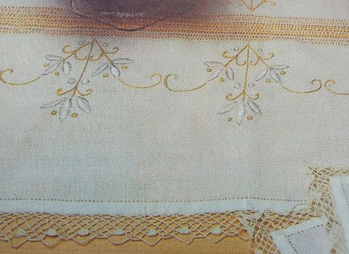 Výšivka s háčkovanou krajkou